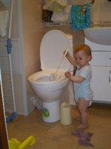 'Ершик в руки я взяла, чистить туалет пошла'