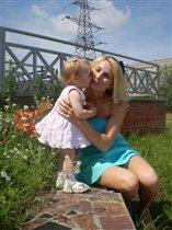 Софья любит улыбаться, обниматься, целоваться...