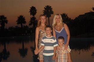 C моей сестрой и племяшей (слева) Турция 2007 LARES PARK HOTEL