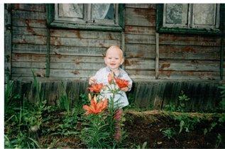 Данечка в цветочках!