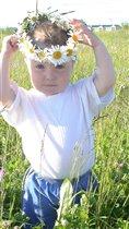 Научился с мамой я плести венки! В белые листочки солнце заплели!