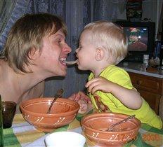Мужчины ужинают