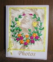 фотоальбом, украшенный вышивкой шелковыми лентами