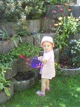 В саду.
