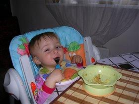 Ням - ням!!! Ох, какаю же я вкусную, молодую картошечку собрала!!!Объедение!!!