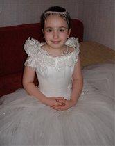 Девочка, в платьеце белом...