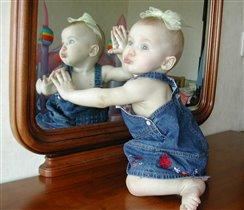 Синенькая юбочка, ленточка в косе... кто не знает Анечку? Аню знают все ;)