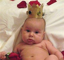 Нет для нас убора краше, чем корона от папаши!