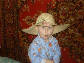 Даша в шляпе