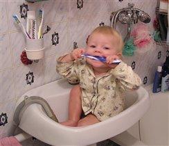 чистим зубки по утрам,а кто не чистит -стыд и срам!