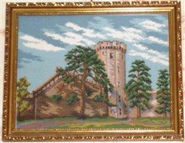 Старинный замок с крепостью