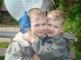 Обниму ка я братца любимого!!!!(Виталька+Славочка)
