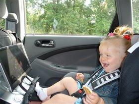 Автолюбитель - любитель посмотреть Смешариков в машине