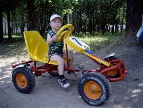 Мальчик на квадроцикле
