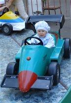 Мама, гонщик буду я, не узнаете меня