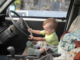Великоват, конечно, руль у грузовика.