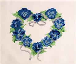 056_ сердечко из синих цветов