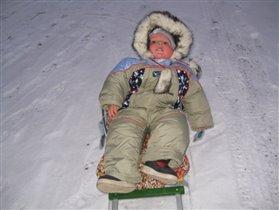 Зима, мальчишки торжествуя, на санках обновляют путь