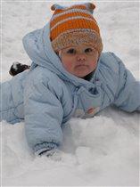Здорово! Можно поваляться в снегу!