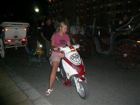 Болгария август 2009 Катя гоняла на скутере