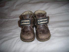 продам детские ботинки антилопа