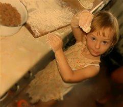 Сашенька очень любит помогать!