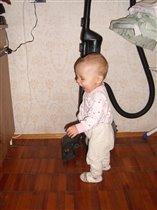 Ма-а-ма, включи пылесос, я убираться буду!