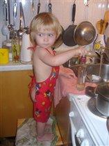 Ещё не женщина, но уже посудомойка!