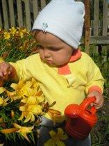 Помогу я маме полить цветы