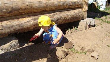 Надо помочь деде баню построить!....