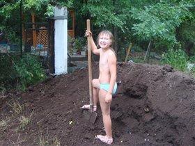 Люблю работу в огороде: и в труде и на природе!