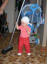 Маленькая мамина помощница