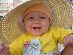 бабуля себе купила шляпку, a я взял поносить