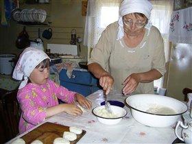 Баба тесто замесила, из пшеничной из муки