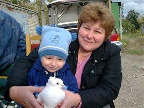 Это мы с бабушкой пускаем голубей, на счастье!!!!