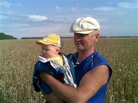 с дедушкой в поле