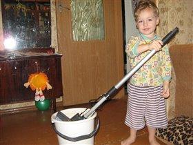 моё любимое занятие уборка шваброй