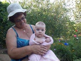 С бабушкой на даче