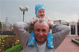 Хорошая ездовая лошадка-дедушка!