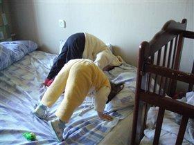 Синхронные прыжки в подушку