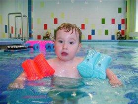 Егорка любит купаться