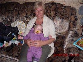 Спокойный сон на руках у бабушки