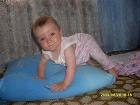Полегче стало отжиматься на подушке)))