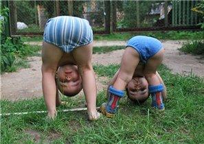 Мальчишки и девчонки на зарядку становись)))