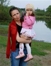 Бабушка Лена и внучка Даша.