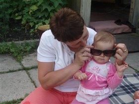 Бабушка Алла и деловая Кирочка)))