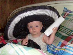 Как Я вам в маминой шляпке. Разве не Красавец.