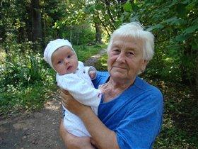 прабабушка с правнучкой