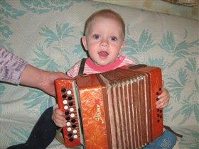 Маленький гармонист!!!