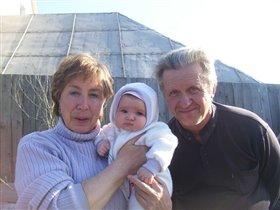 Бабушка алла, дедушка Женя и я-их внучка Мариночка